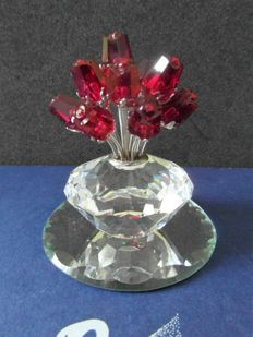 Swarovski - Jubilee Vase with red roses.