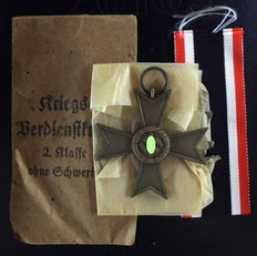 medal Wehrmacht Third Reich with case unworn manufacturer Deschler and son