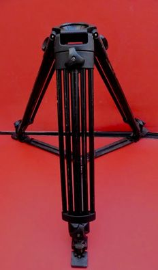 Manfrotto 500 MVB professional tripod - In used but good condition - No head