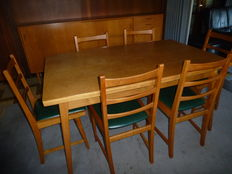 Designer unknown – complete vintage dining room set consisting of a sideboard, bar cabinet and a table with 6 chairs.