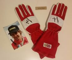 Formula 1 - formula 1 pair of gloves signed by GERHARD BERGER offered during the Grand Prix in Monaco