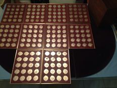 Franklin Mint - History of the united states 200 bronze coins  1776 to 1975
