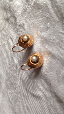 18 kt yellow gold antique earrings and ring
