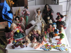 Lot of national dolls