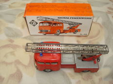 CKO/Kellermann, Western Germany - Length 15 cm -Tin Mercedes-Benz ladder truck No. 410 from the Rollo series, 1950s
