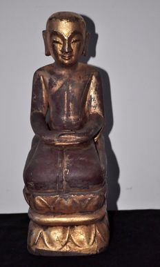 Praying figure of Buddha, lacquered wood and gold - Burma - mid 20th century