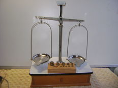 Pharmacists scale with 10 weights, Belgium, 20th century
