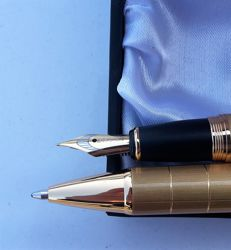 FERRAGHINI . Limited ,luxury fountain pen + ballpoint pen. Set. Never used. Gold color .