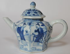 Multi-facetted blue and white teapot - China - 1700 (Kangxi period)