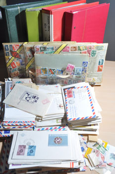 World – Batch of covers, FDCs, cards, blocks, stamps and a lot more, in various albums and loose.
