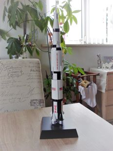 Saturn V Rocket 1/200 EO120 Daron Executive Series