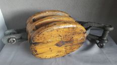 Very large and heavy wooden ship block/pulley with 2 rollers
