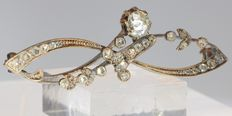Garland shaped gold brooch embellished with diamonds - anno 1910