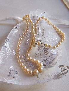 Japanese cultured pearl necklace with gold clasp and security chain.