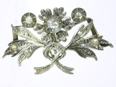 Victorian gold backed silver branch brooch with diamonds, anno 1870