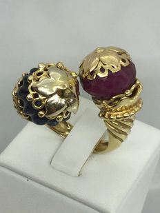 Contrarié ring – 18 kt gold, with ruby and uncut sapphire - no. 19, weight 22.6 g - size 12 mm