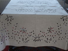 Linen tablecloth, hand embroidered - Italy - early 20th century