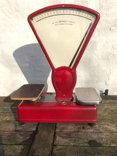 Attractive red Berkel scale. in the early 20th century.