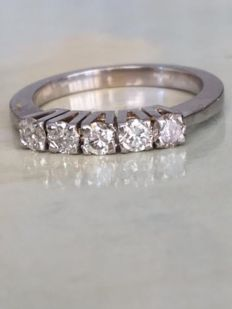18 kt white gold women's ring with diamonds of 0.55 t in total - ring size 17.25 mm (can be resized)