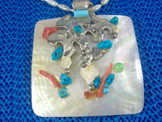 Seychelles – Pendant with silver charm with natural stones mounted on mother of pearl