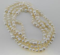 Pearl necklace of 120 cm in length