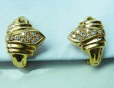 18 kt gold clip-on earrings with in total 0.18 ct brilliants - 8.25 grams -  top Wesselton