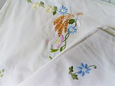 Very large rectangular tablecloth in white cotton embroidered by hand with a floral decor, with its 12 table napkins
