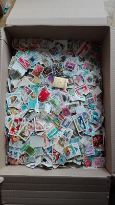 World stamps – Lot of 28,000 stamps without paper