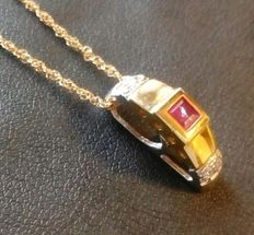 Chain and pendant in 18 kt (750/1000) yellow and white gold with 0.36 ct natural ruby - Total weight:  2.83 g
