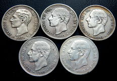 Spain – Alfonso XII – 5 silver pesetas from 1879 to 1885 (5 coins) – silver – All different