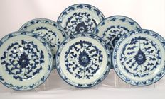 Six plates with classic, floral décor and character marks - China - 19th century
