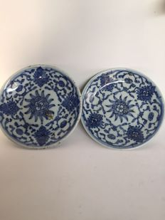 Pair of porcelain plates–China–19th century