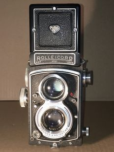 Rolleicord including bag, extension rings, lens hood and insert for 35 mm film (incomplete)