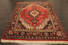 Beautiful hand-knotted oriental carpet, Indo Qom, silky gloss, 170 x 220 cm, made in India