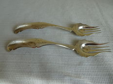 2 attractive silver ginger forks, 1865