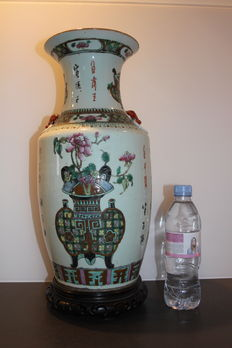 Large porcelain vase on wooden base. Rose family - China - Start of 20th century.