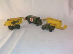 Dinky Toys - Schaal 1/43-1/48 - Kavel met Austin Champ No.674, Military Ambulance No.626 en Armoured Car No.670