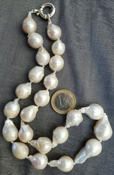 Necklace with big freshwater cultured baroque pearls with 925 sterling silver brooch