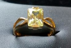 Ring in 18 kt/750 yellow gold with olivine