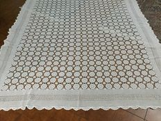 White crochet bedspread or tablecloth - Italy - early 20th century