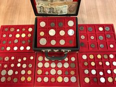 World - batch of various coins, including antique (112 pieces) in 6 coin tableaus + coin case, including silver.
