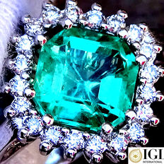 2.35 ct Natural AAA Neon Green VS Colombian Emerald And Diamonds Cocktail Ring in 18 kt White Gold – IGL Certified – No Reserve