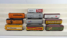 Athearn H0 - 10 closed freight carriages, 40 inches from several companies
