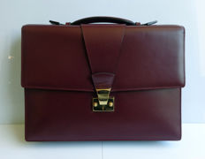 Cartier briefcase satchel in burgundy leather. No. 008409. Never used. Measurements: 27 cm x 38 cm