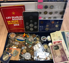 World, batch of various coins, tokens, archaeological finds and paper money (± 6 kg), including silver, in wooden box