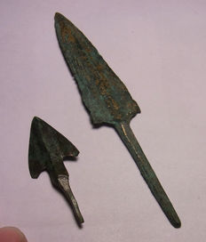"2 arrowheads of the Bronze Age ""barbs"" - 105.2mm (2)"