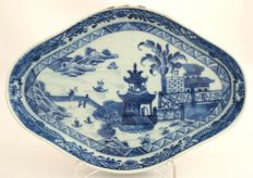 Pattipan with very fine decoration of buildings in rocky river landscape - China - 1760