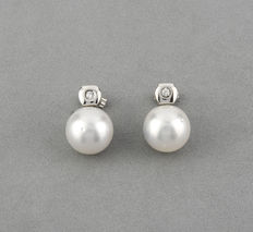 White gold earrings with brilliant cut diamonds and Australian South Sea pearl