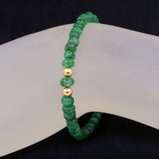 Emerald bracelet with 18 kt yellow gold clasp.