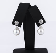 Two in one white gold earrings with large brilliant cut diamonds and South Sea  pearls (Australian)